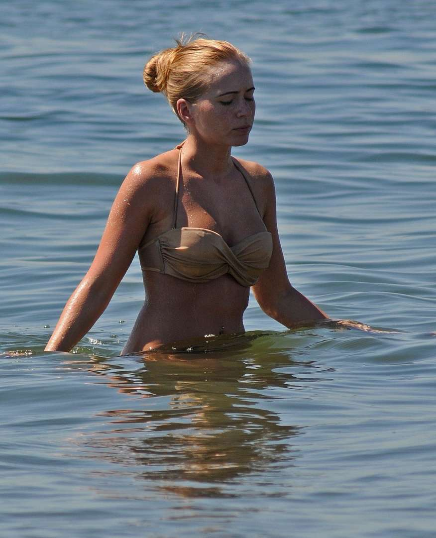 blonde bikini string plage (102)