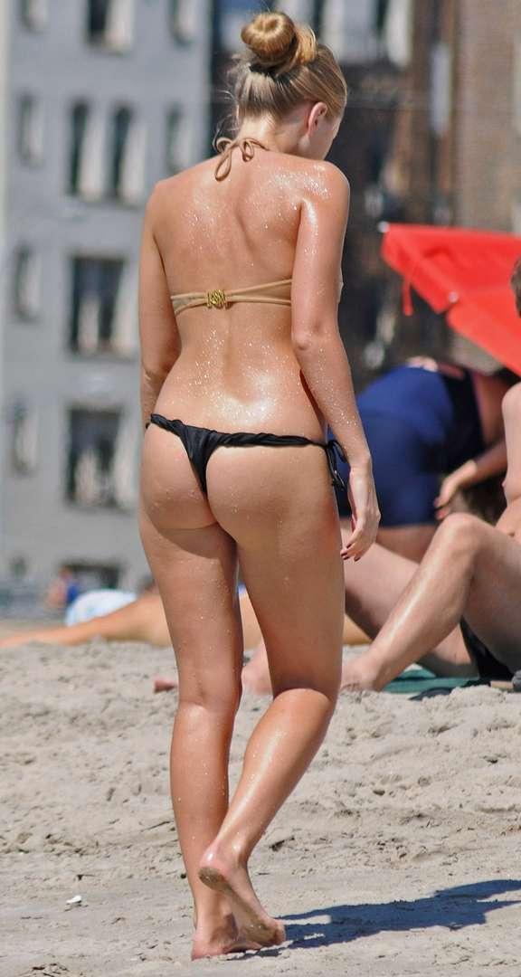 blonde bikini string plage (109)