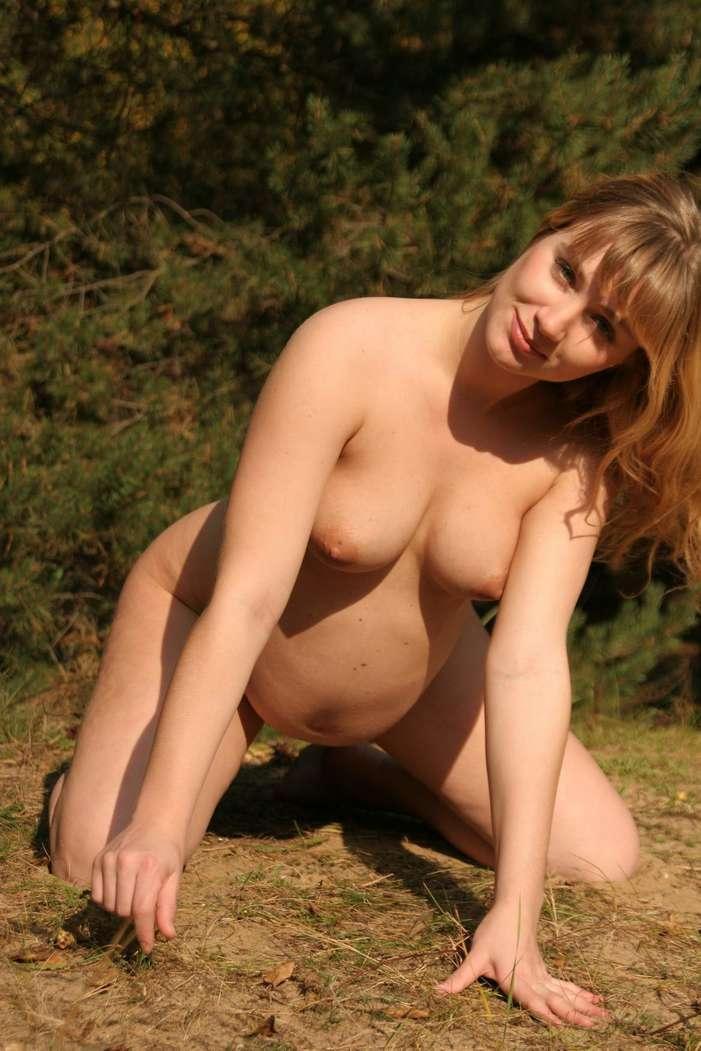 blonde enceinte nue bonasse (124)