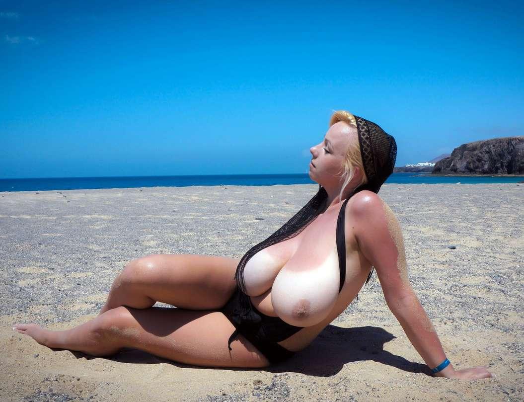 blonde enorme seins nus plage (9)
