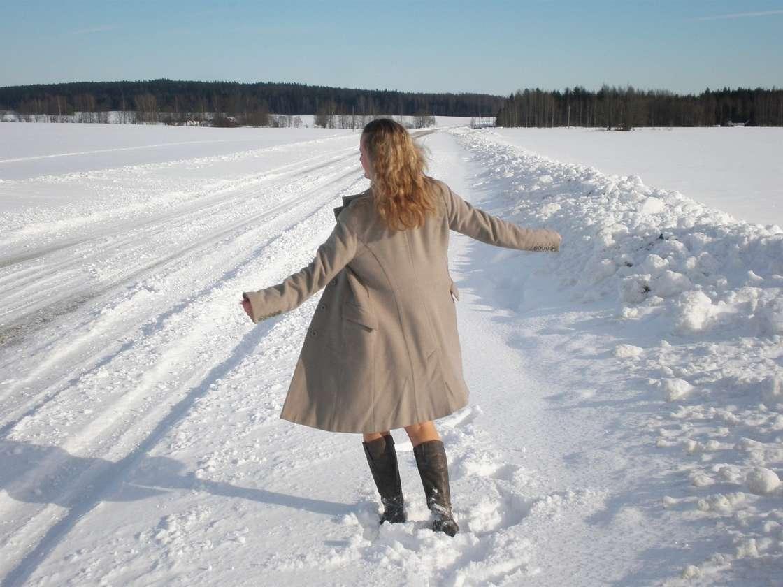 blonde exhibe neige (102)