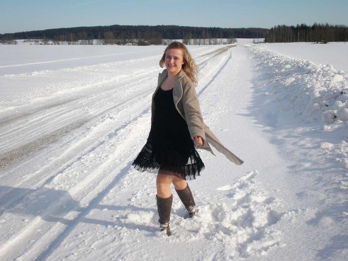 blonde exhibe neige (103)