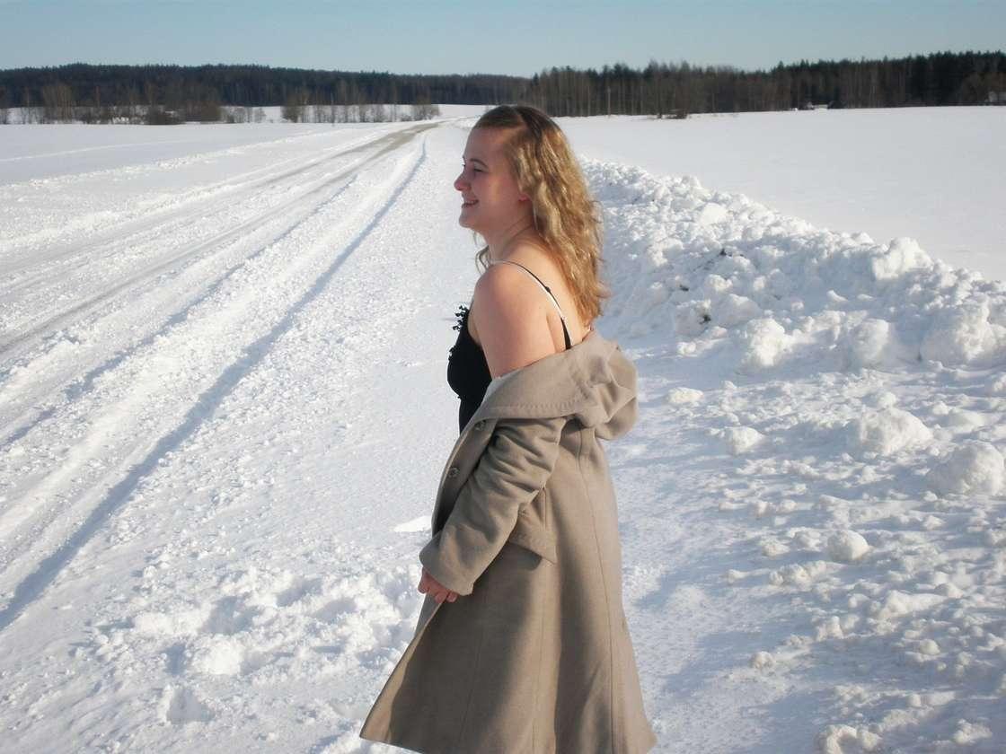 blonde exhibe neige (105)