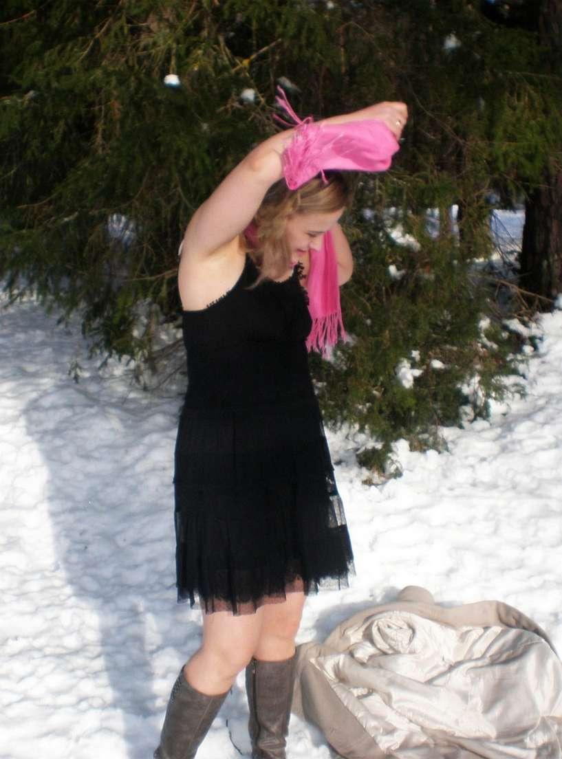 blonde exhibe neige (106)
