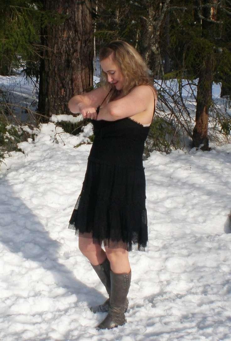 blonde exhibe neige (114)