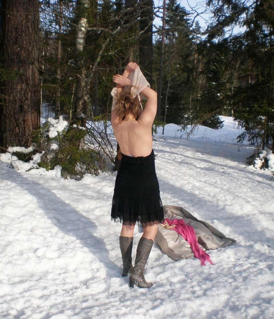 blonde exhibe neige (115)