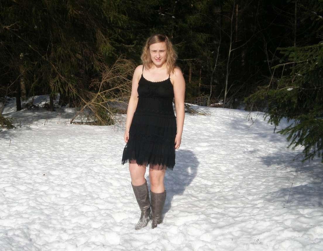 blonde exhibe neige (116)