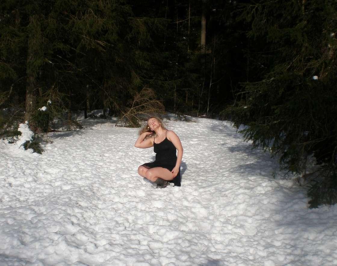 blonde exhibe neige (118)