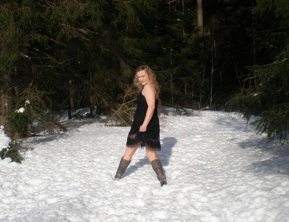 blonde exhibe neige (120)