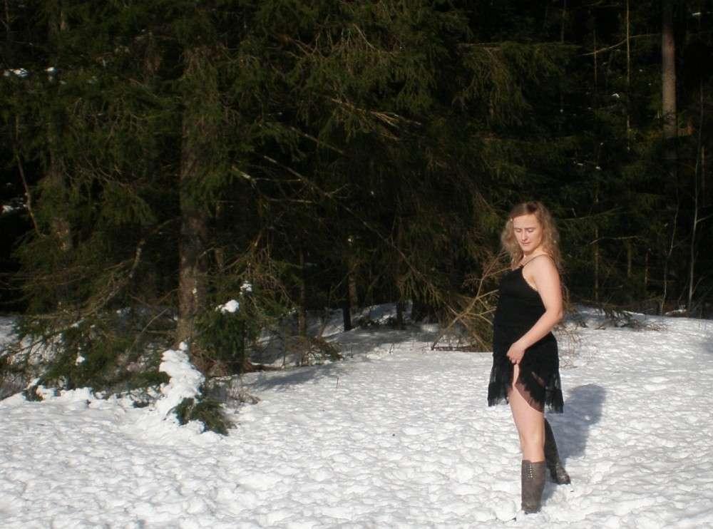 blonde exhibe neige (121)