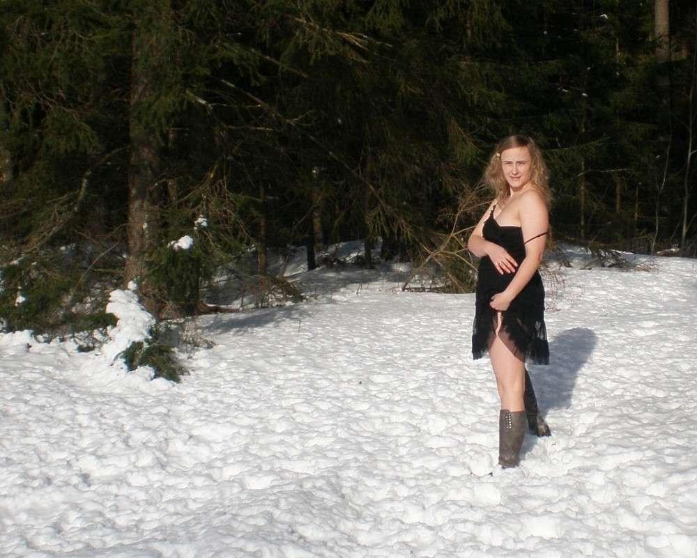 blonde exhibe neige (122)