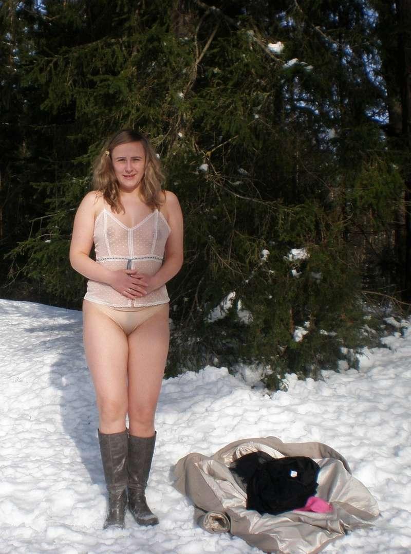 blonde exhibe neige (123)