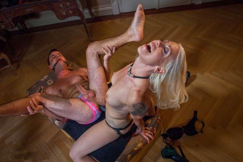 blonde sodomisatrice (2)