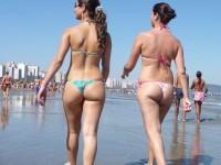 Bandant n'est-ce pas tout ces p'tits culs en bikini/string à la plage hein ?
