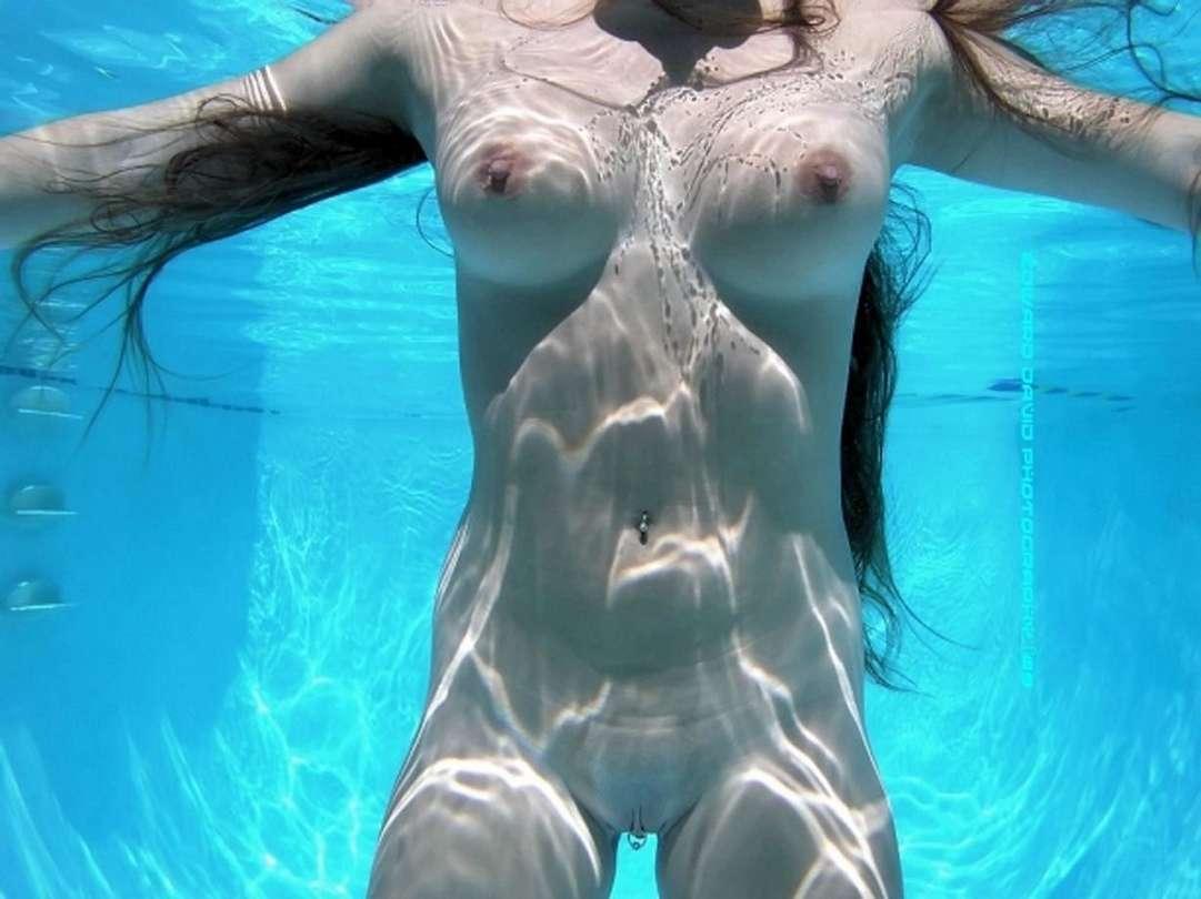 fille nue piscine (13)