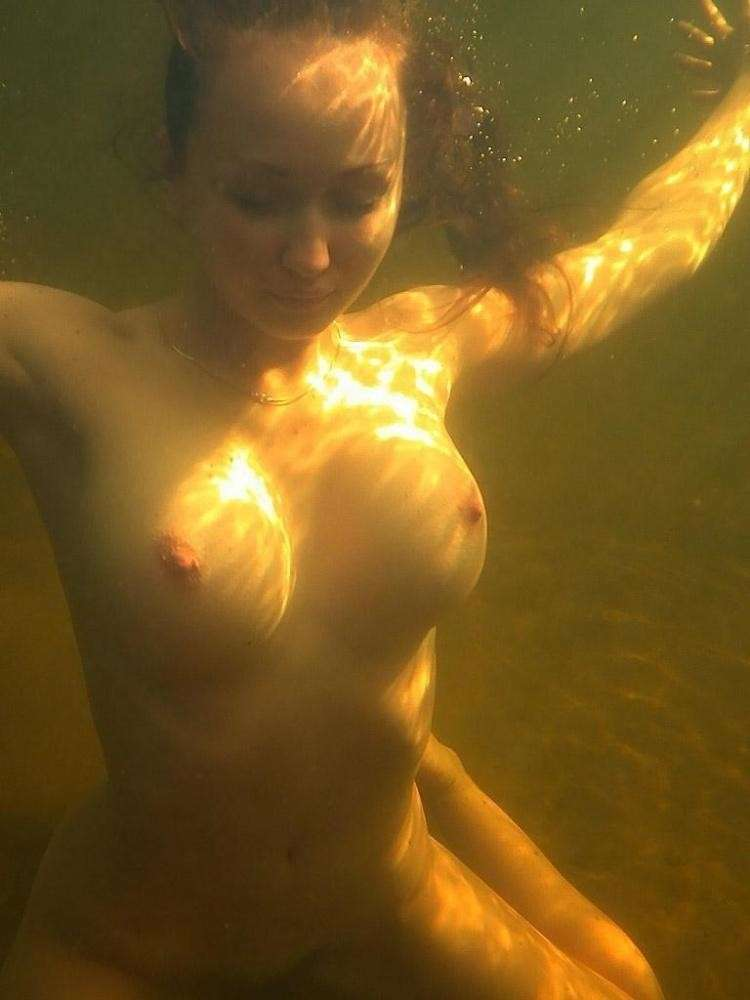 fille nue piscine (18)