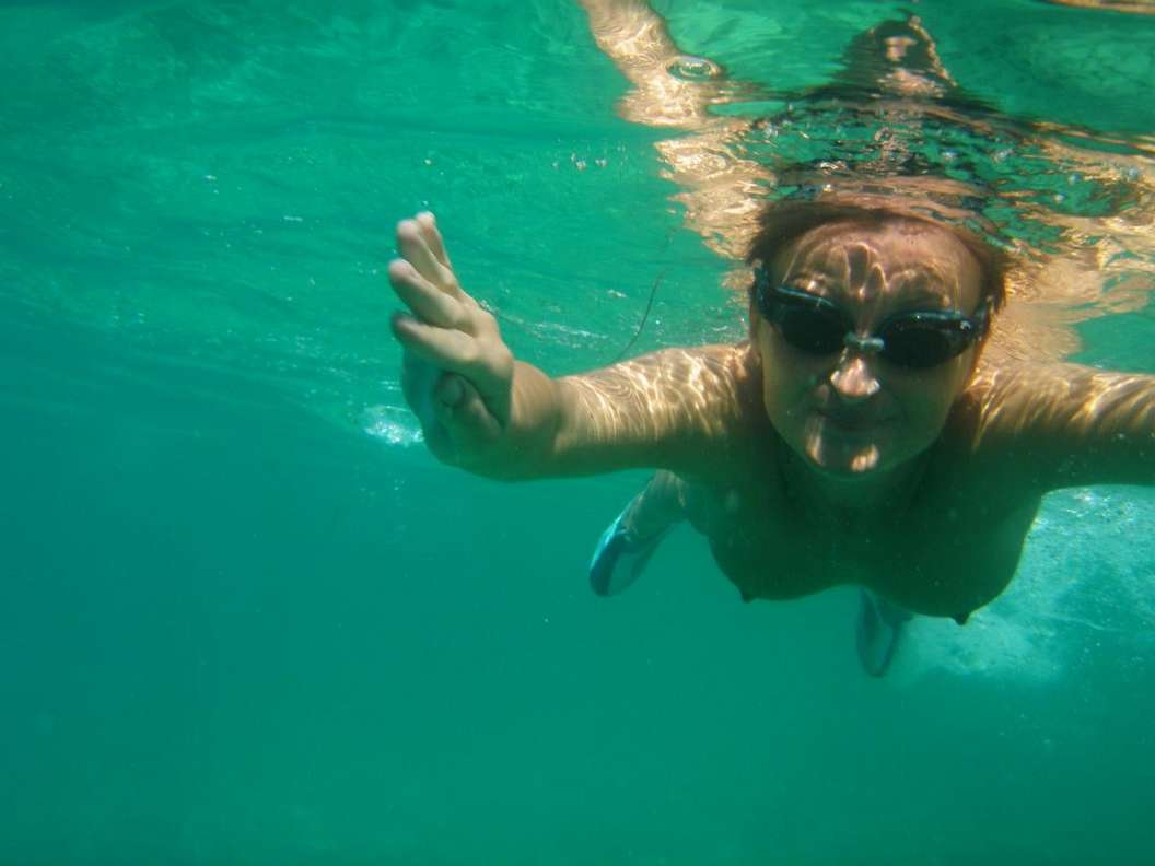 fille nue piscine (21)