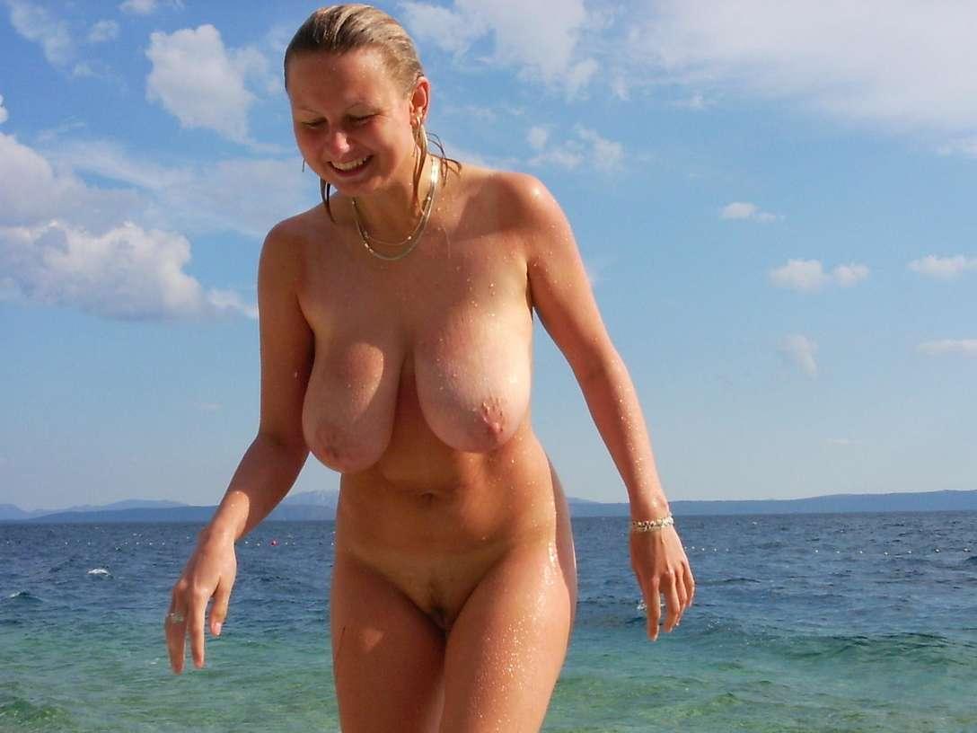 gros seins vacances plage nue (12)