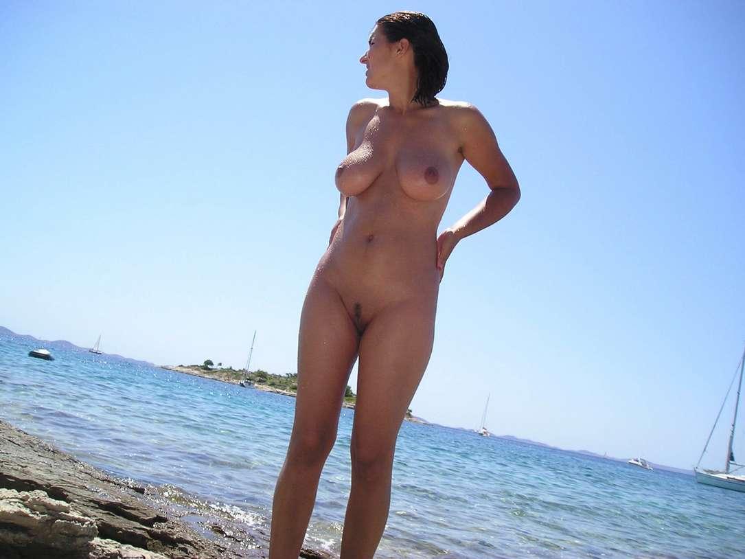 gros seins vacances plage nue (7)