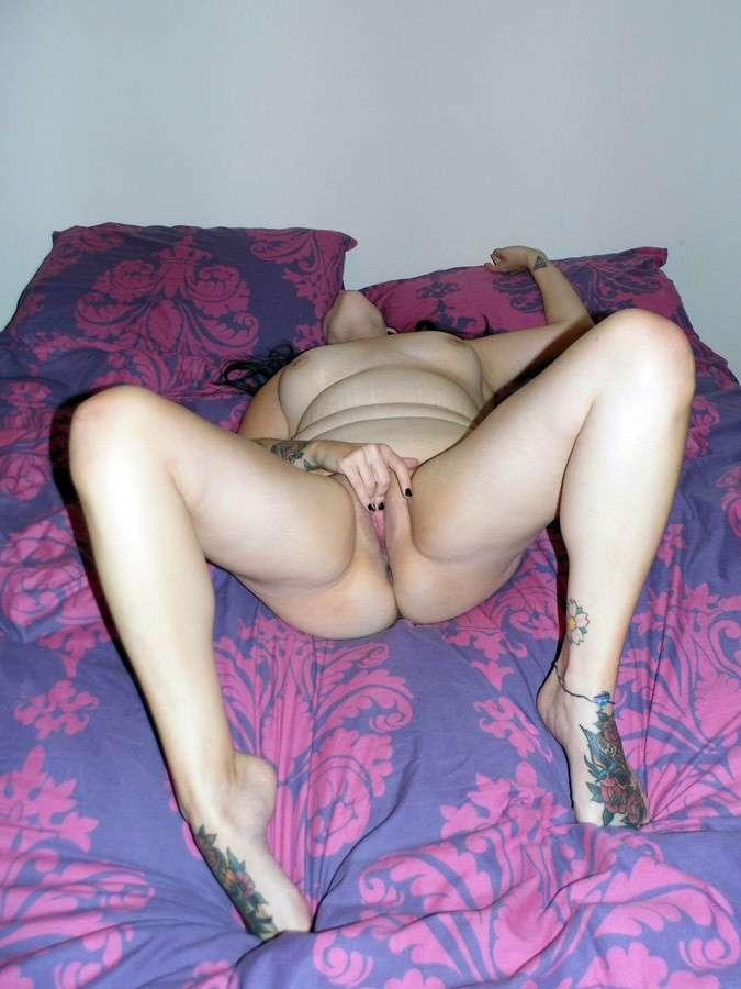 grosse brune tatouee chaleur (1)