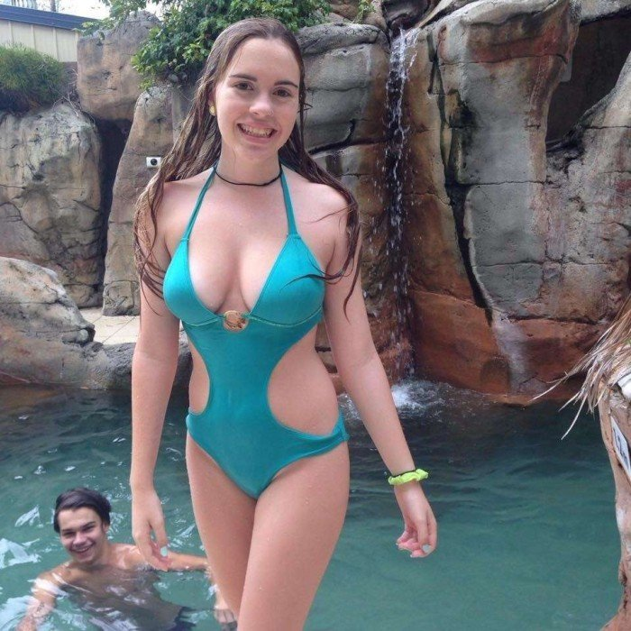 Une belle fille en bikini Femmes nues - boobstifulcom