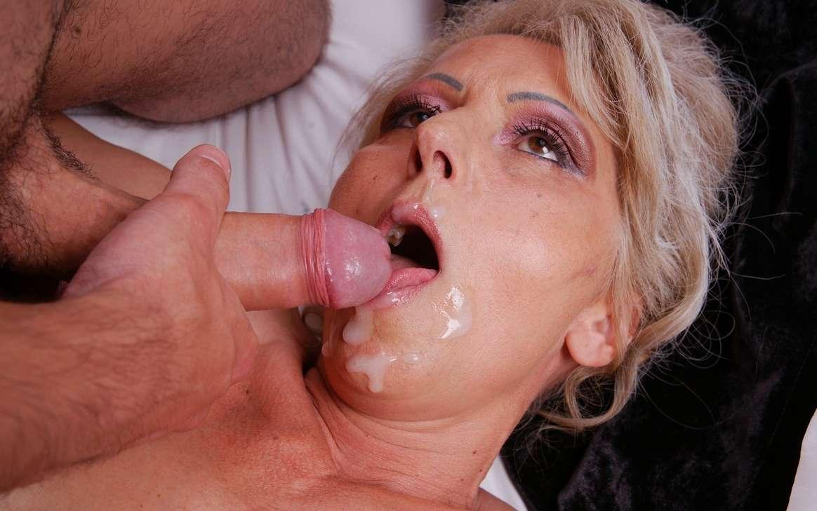 mamie cochonne baise faciale (127)