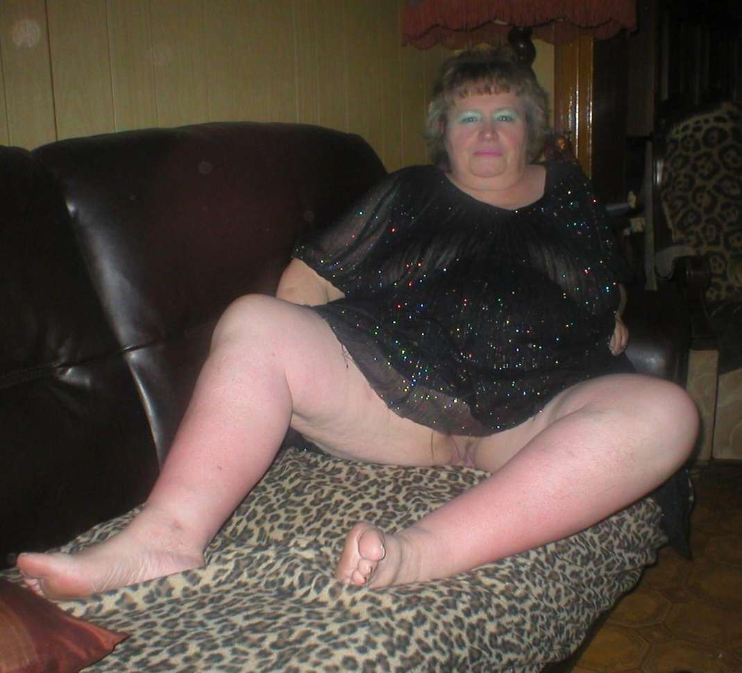 mamie exhibe chatte (10)
