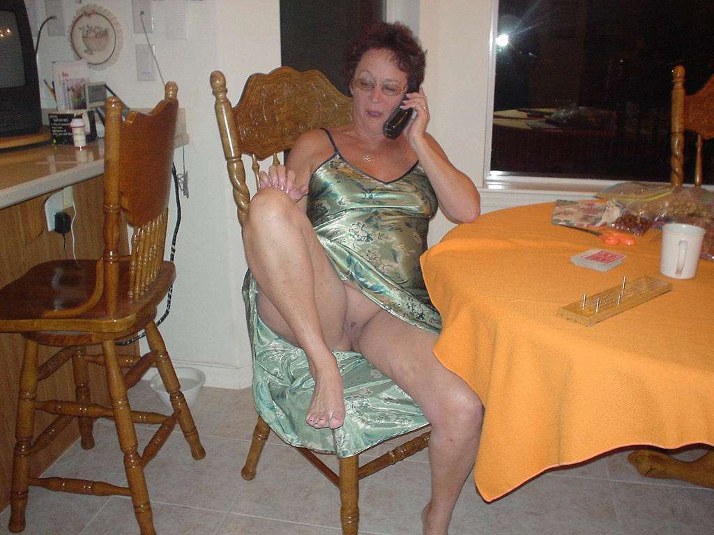 mamie exhibe chatte (11)