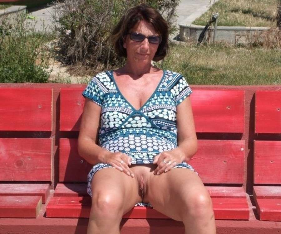 mamie exhibe chatte (13)
