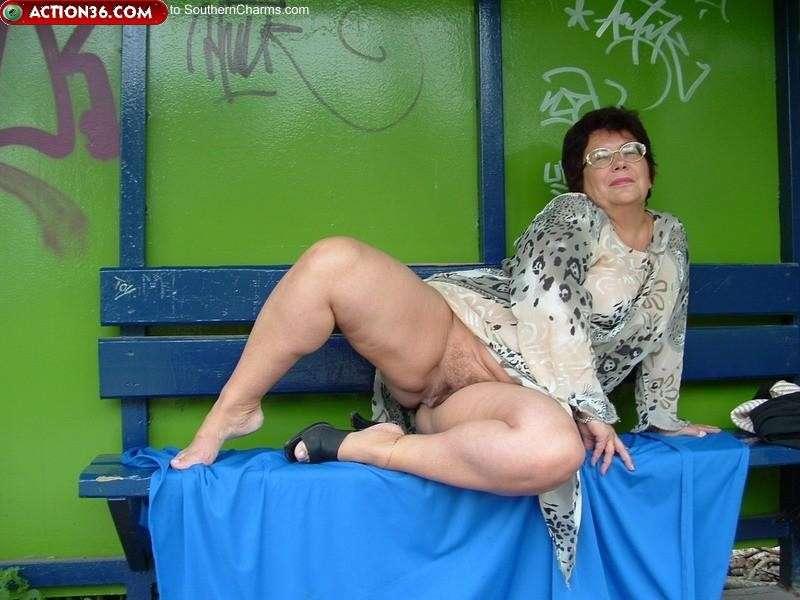 10 min de plaisir par une salope mature ma femme - 1 7