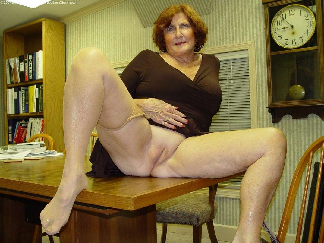 mamie exhibe chatte (4)