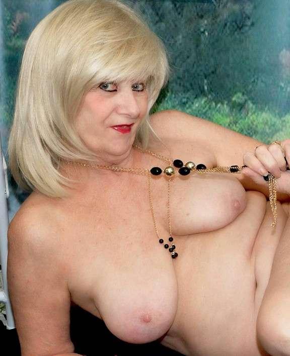 femmes rondes et agees nues - Belles Femmes Nues Photos