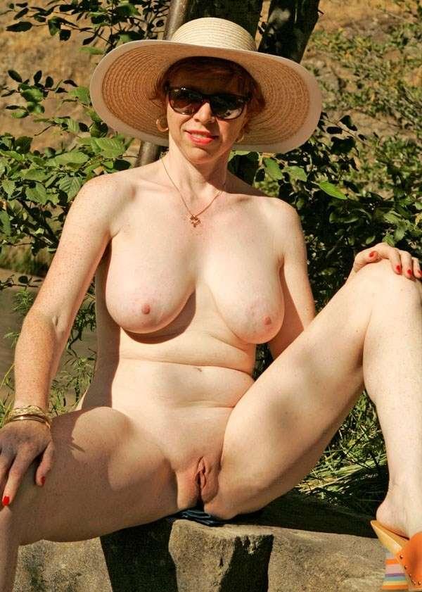 Jolie femme mature nue