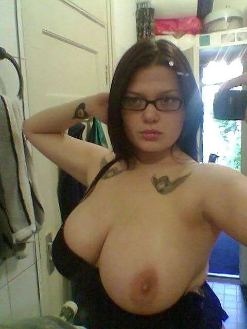 oops seins amatrice lunettes (1)