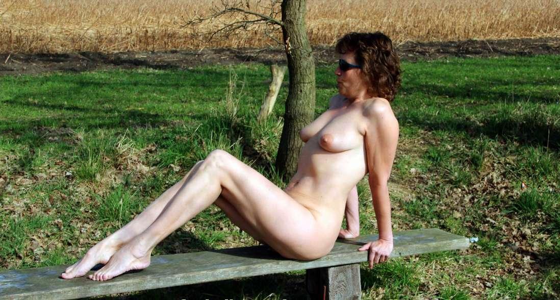 salope exhibe nue (13)
