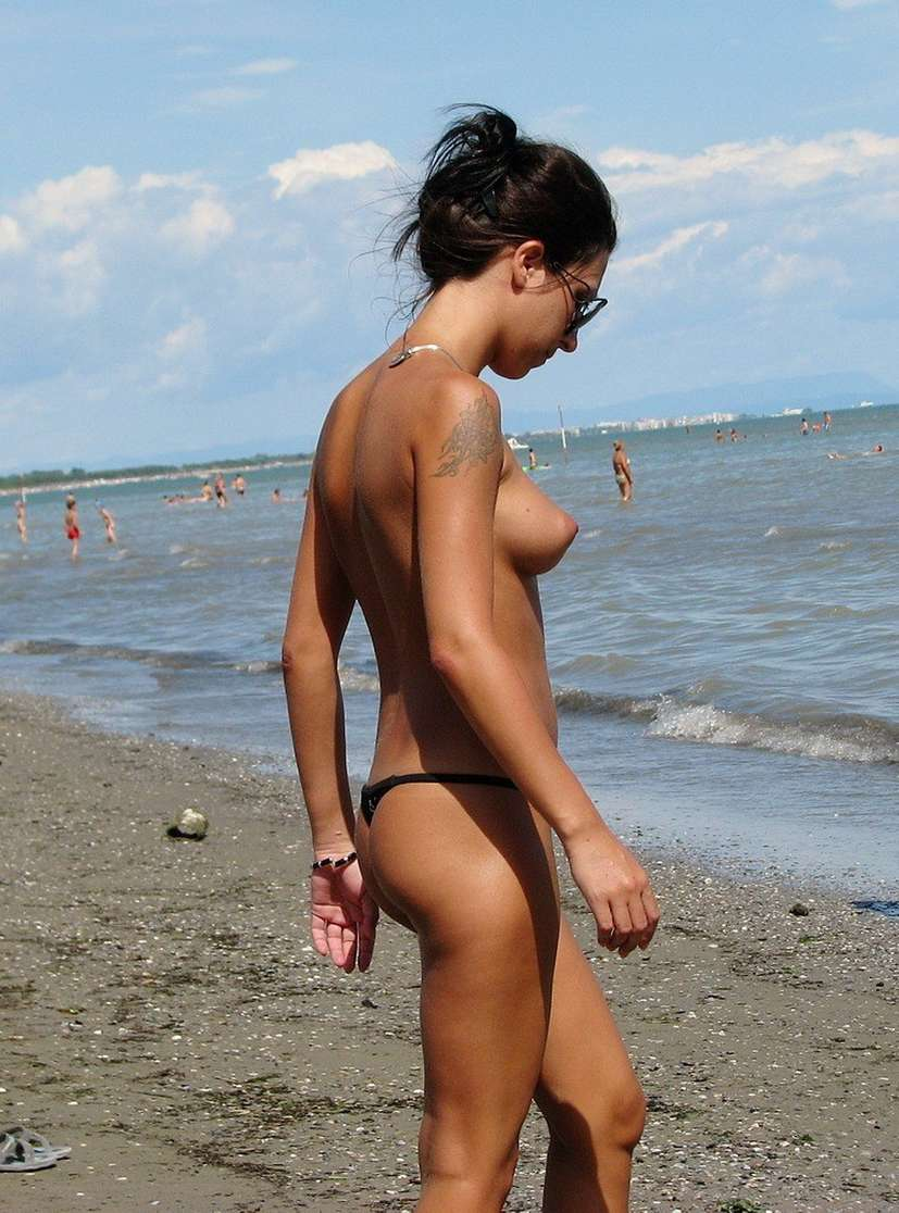 string topless plage (17)