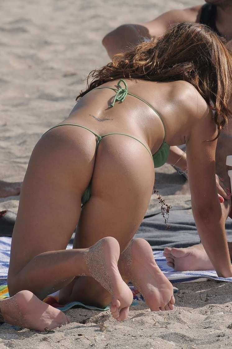 string topless plage (24)