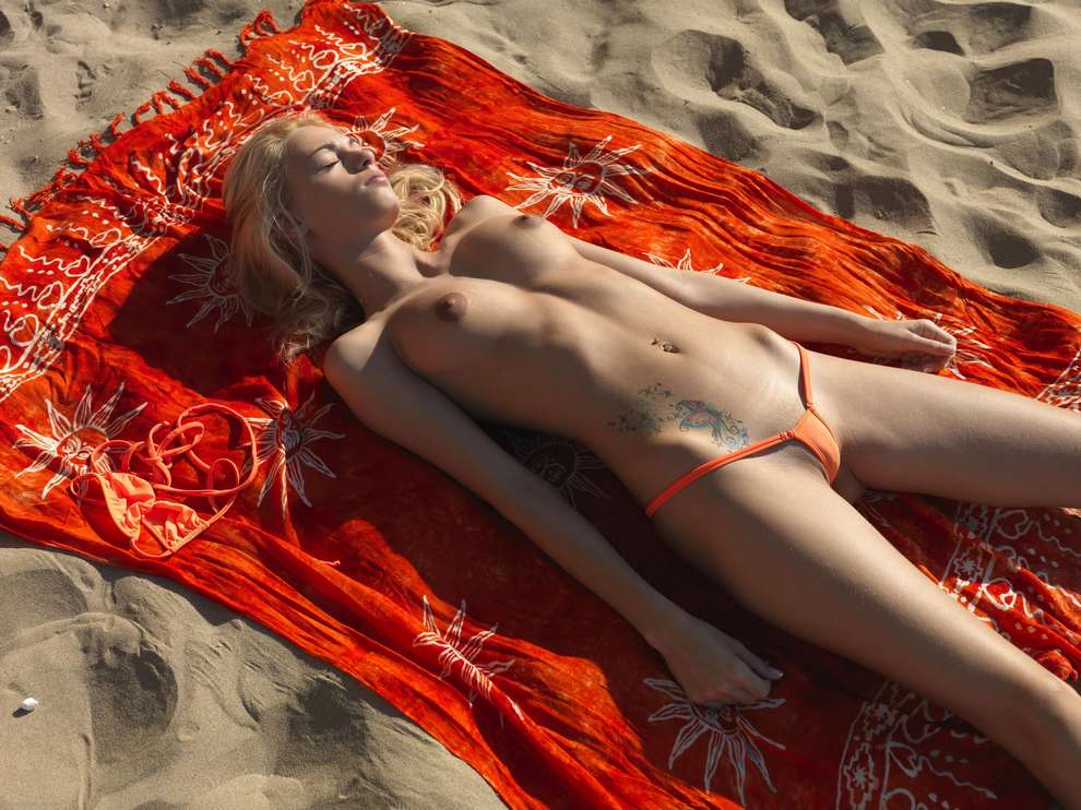 string topless plage (26)