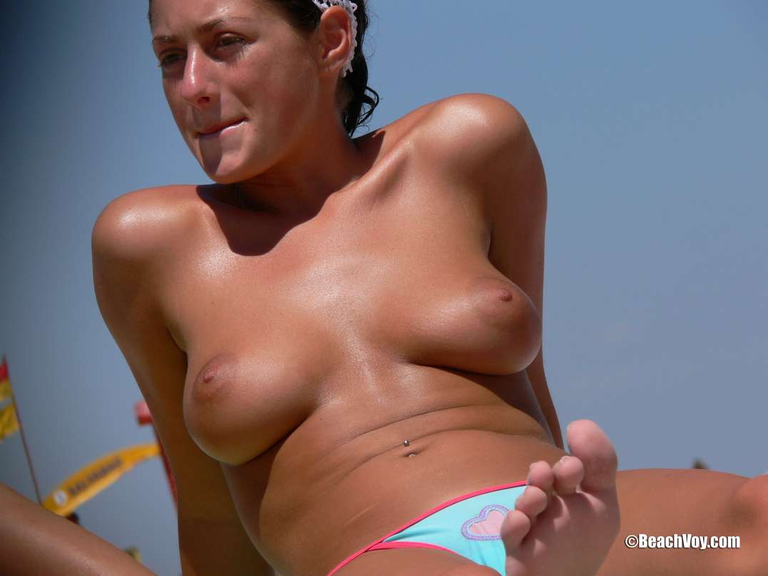 string topless plage (30)