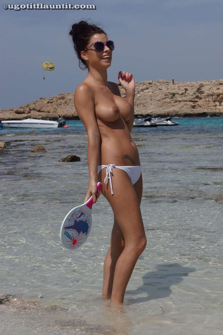 string topless plage (31)