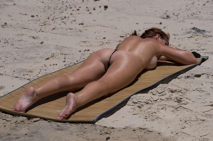 Filles en bikini sexy et photos de femmes nues sur la plage