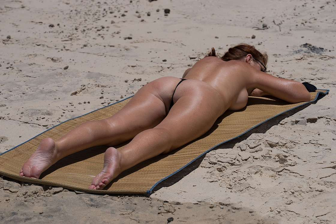 string topless plage (33)