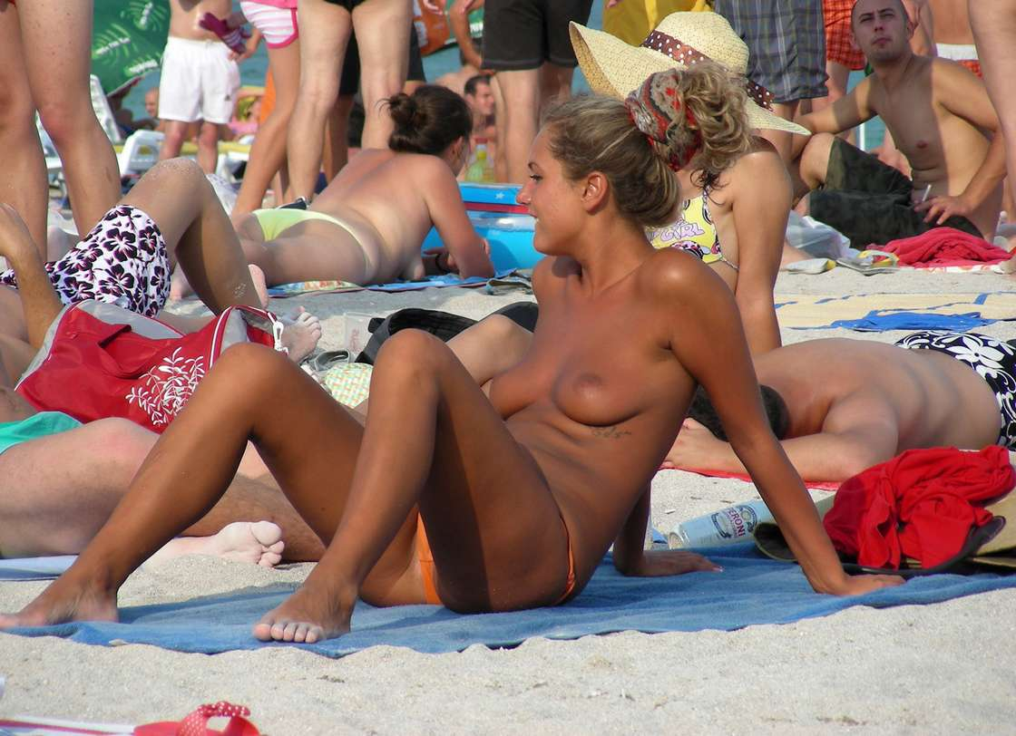 string topless plage (39)