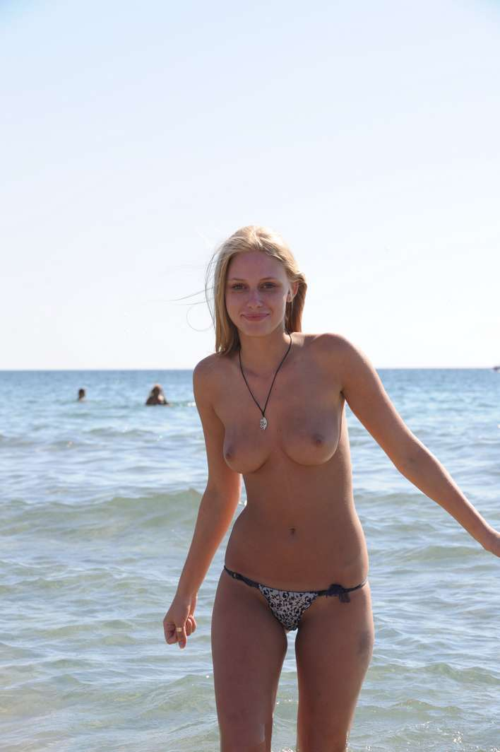 string topless plage (8)