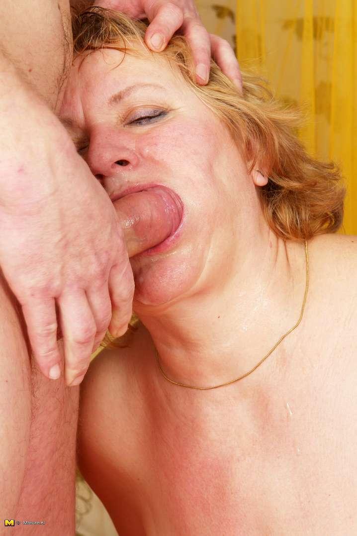 vieille suceuse nue (12)