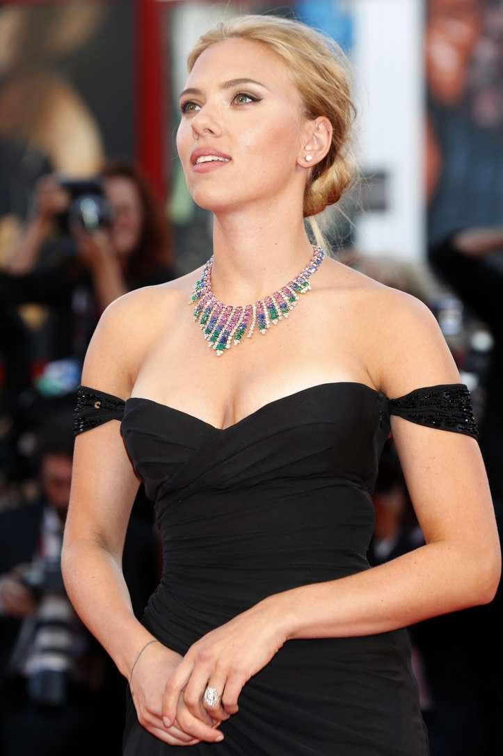 Scarlett Johansson a poils (11)