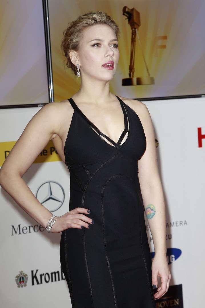 Scarlett Johansson a poils (19)
