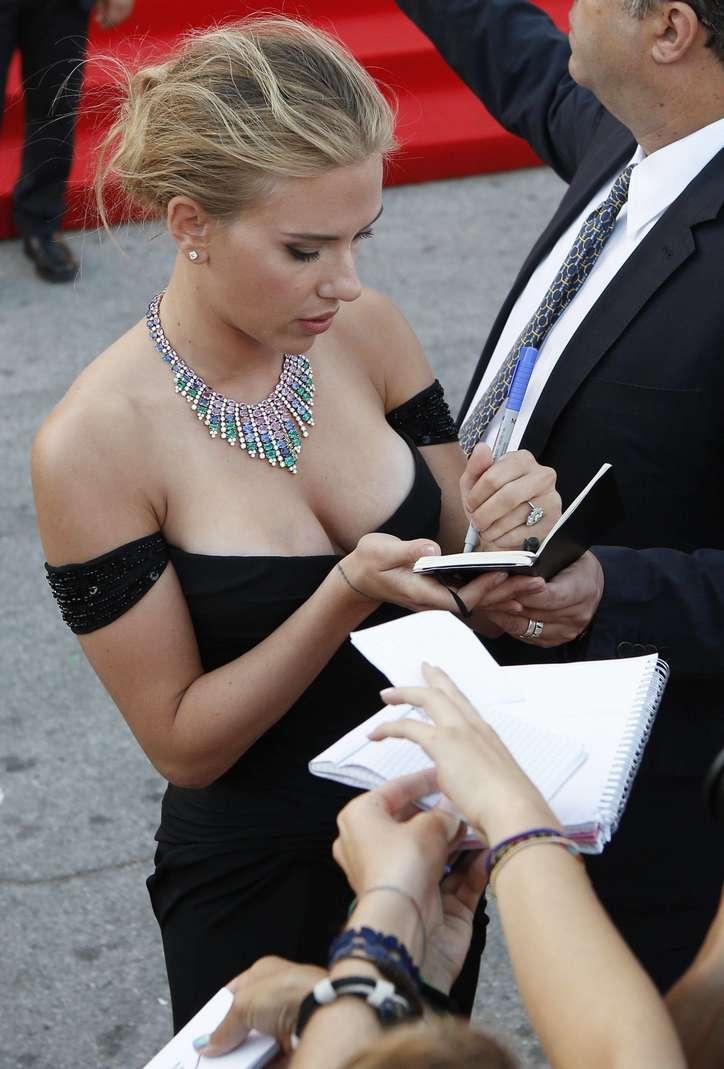 Scarlett Johansson a poils (8)