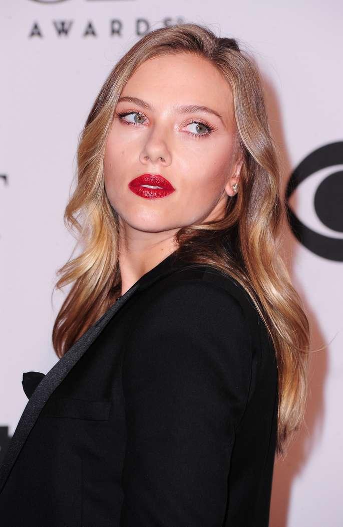 Scarlett Johansson a poils (9)