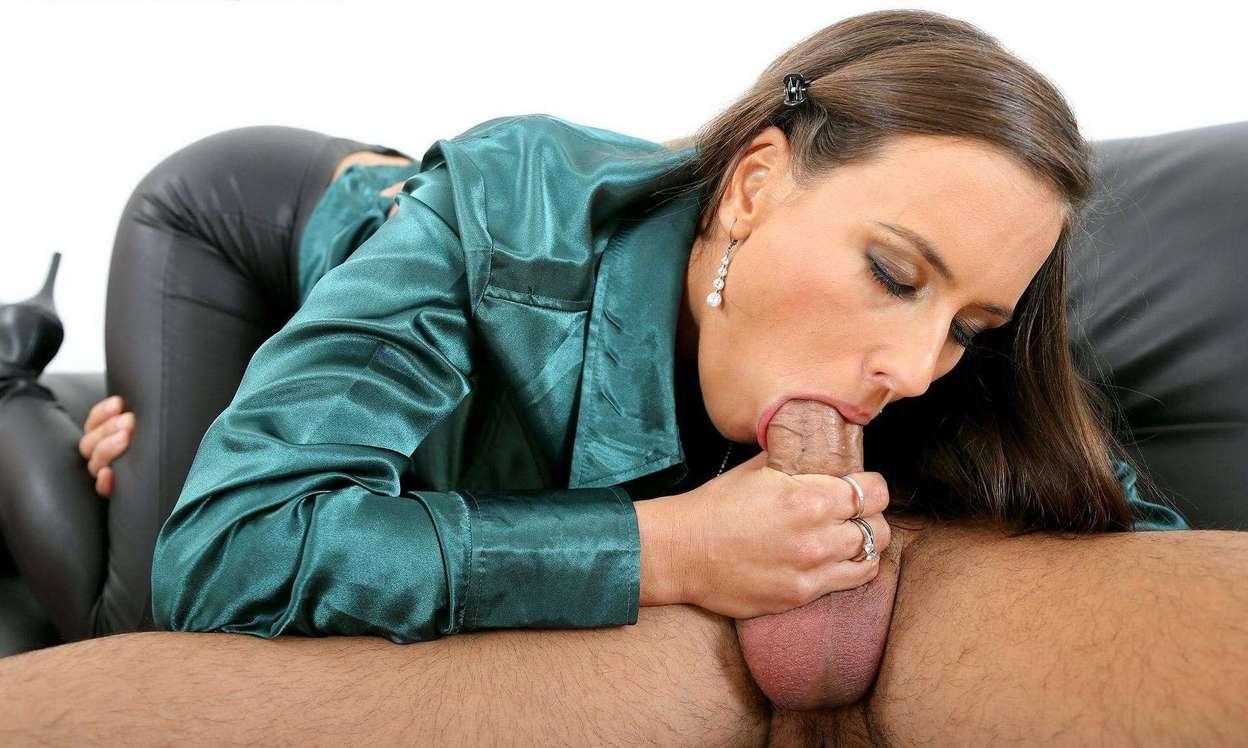 Eveline Neil aime se faire pisser dans le cul - Streaming Sex